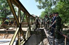 Начелник Генералштаба обишао јединице Војске Србије које пружају помоћ становништву у Блацу и Прокупљу