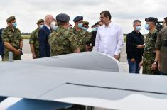 Predsednik Republike i vrhovni komandant Vojske Srbije prisustvovao prikazu novih bespilotnih letelica Vojske Srbije CH-92A