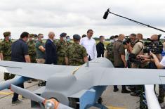 Председник Републике и врховни командант Војске Србије присуствовао приказу нових беспилотних летелица Војске Србије CH-92А
