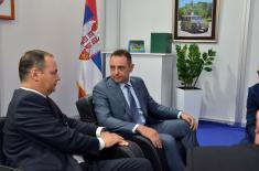Министар Вулин угостио представнике белоруског ДВИК-а