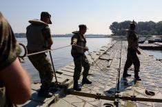 Постављање понтонског моста до Лида