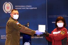 Military service medals to the doctors of the Chinese medical team