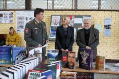 Књиге на поклон ученицима у Панчеву и Сомбору