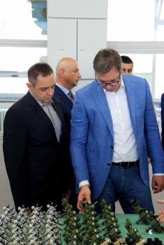 """Председник Вучић: """"Телеоптик-жироскопи"""" је била угашена фабрика, а данас живи са великом надом"""
