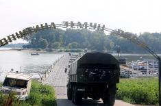 Dismantling the pontoon bridge on Lido