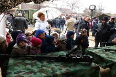 Променадни дефилеи војних оркестара и приказ наоружања по градовима Србије