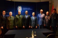 Министар Вулин уручио Војну спомен-медаљу изасланику одбране Руске Федерације пуковнику Собакину