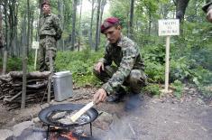Министар Вулин на обуци извиђача Копнене војске