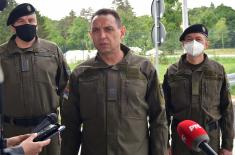 Minister Vulin visited reception centres in the Municipality of Šid: Serbian Armed Forces are providing peace and security for all citizens of Šid and are protecting migrants