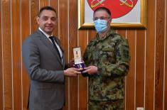 """Ministar Vulin uručio vojne spomenice """"Dvadesetogodišnjica odbrane otadžbine od NATO agresije"""""""