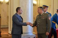 Министар Вулин: Бринемо о припадницима војске и њиховим породицама