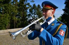 Envoy of the President of the Republic and the Supreme Commander, the Minister of Defence Aleksandar Vulin laid a wreath at the Monument to the Unknown Hero