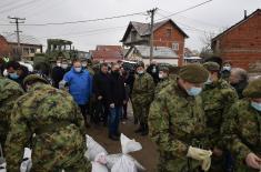 Војска помаже становништву у поплављеним општинама