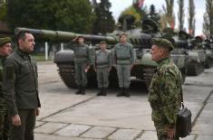 Министар Вулин: Модернизоваћемо наше оклопне јединице