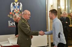 Значке и захвалнице војницима који су добровољно служили војни рок