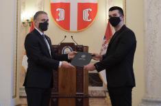 Ministar Stefanović uručio stipendije za 23 mladih
