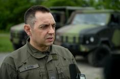 Министар Вулин: Војска се опрема новим возилима, наоружањем и средствима