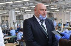 """Министар Вулин у Врању: """"Јумко"""" дневно произведе 20.000 заштитних маски"""