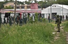 Војска Србије почела обезбеђење прихватних центара у Шиду