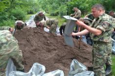 Војска Србије помаже у одбрани од поплава