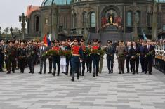 """Minister Vulin Laid Flowers at the Monument in the Museum Complex """" Memory Road"""""""