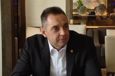 Сусрет министра Вулина и инжењера Министарства одбране и Војске Србије у Пекингу