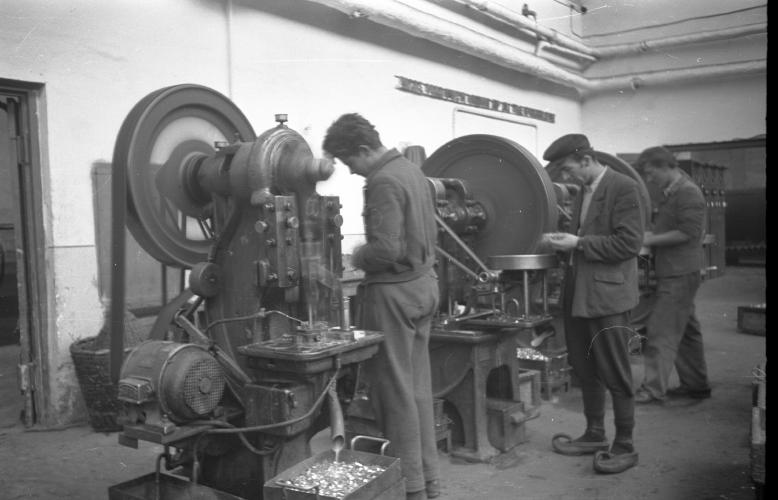 Производња артиљеријске муниције у војној фабрици