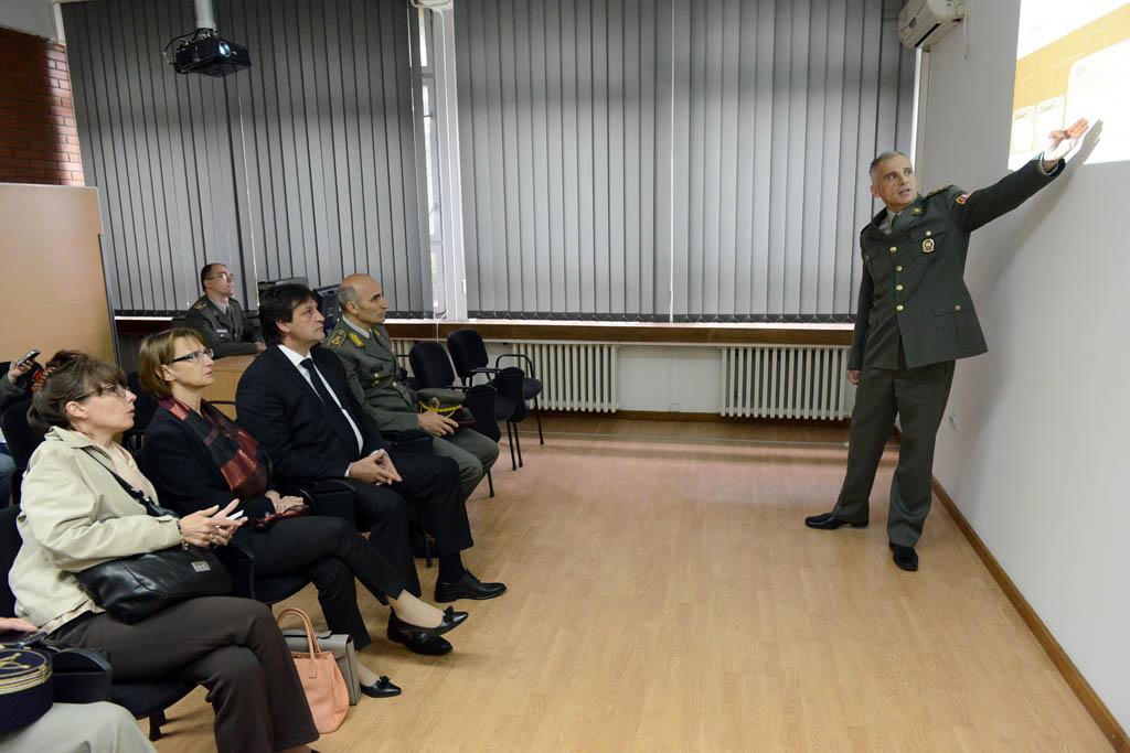 Министар одбране и амбасадорка Француске посетили Центар за симулације и учење на даљину