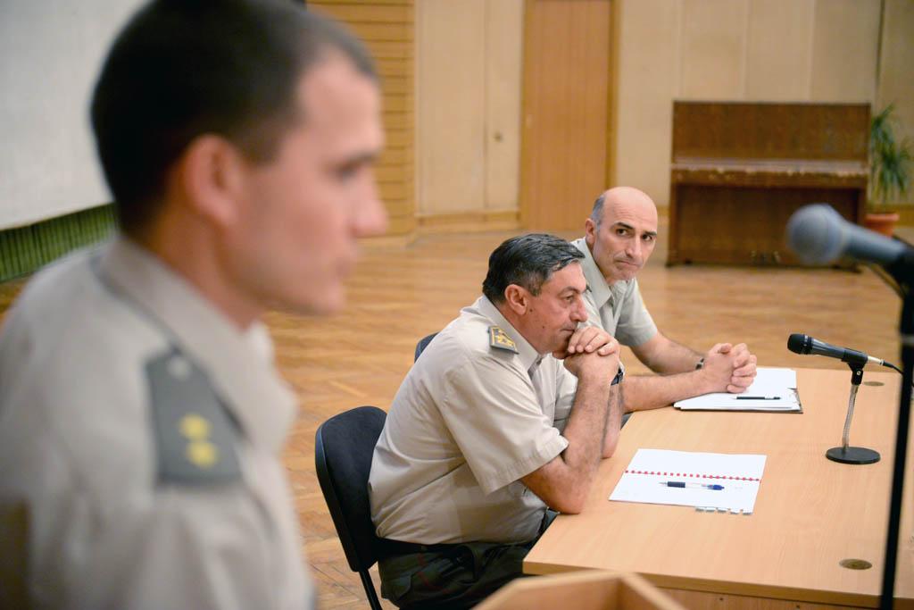 General Diković sa kadetima 137. klase Vojne akademije