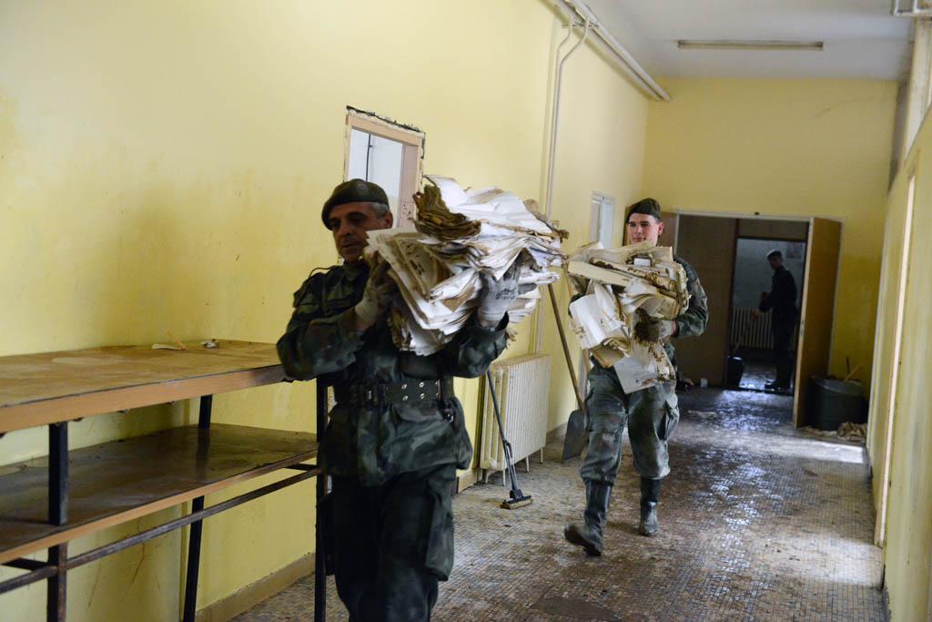 Vojska Srbije pomaže u saniranju posledica poplava u Čačku