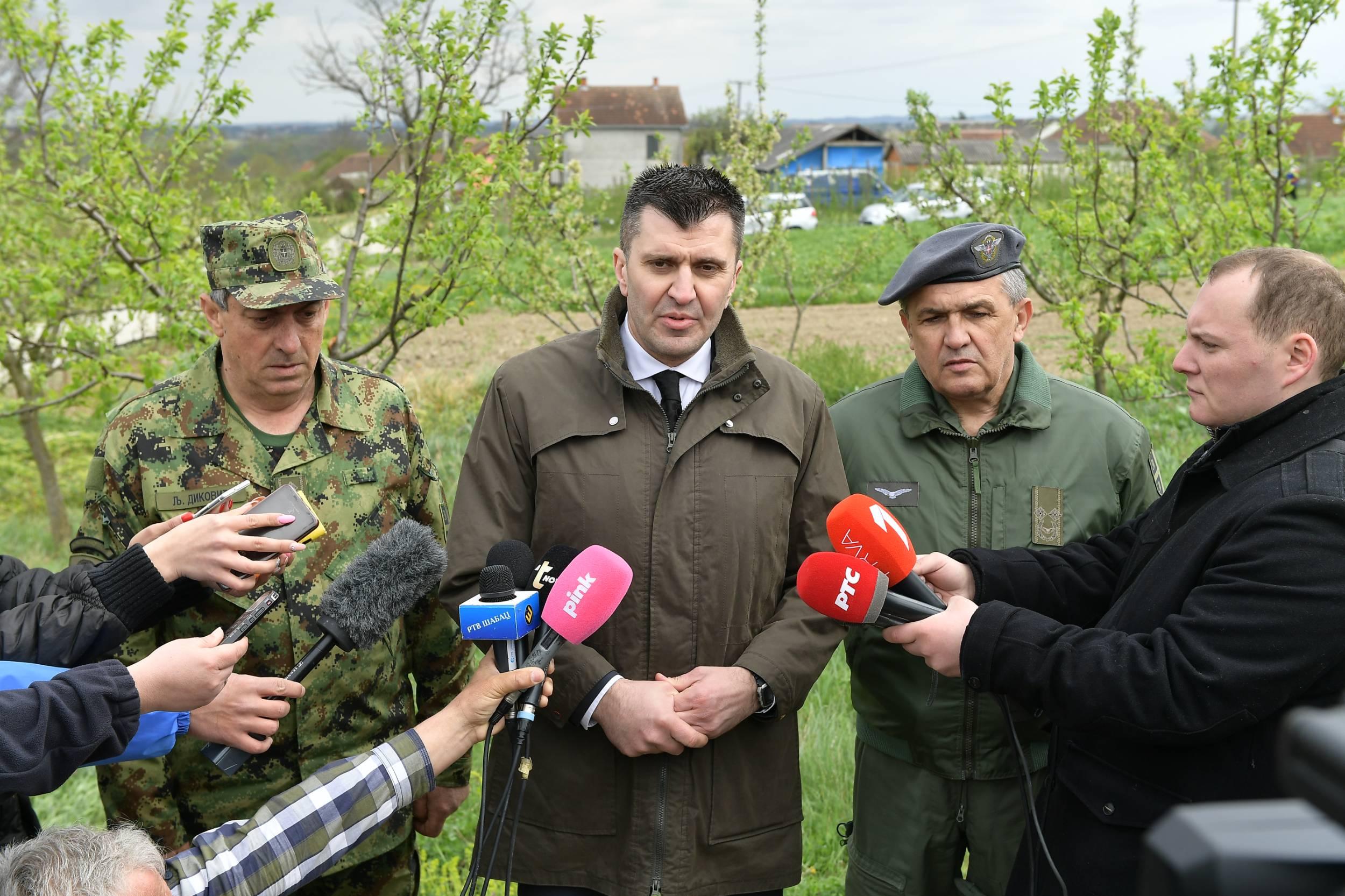 Ђорђевић, Диковић и Живак на месту пада авиона