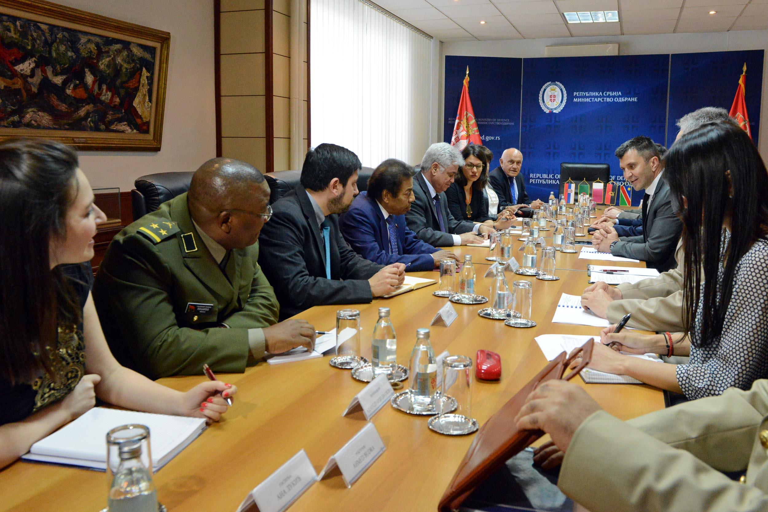 الجزائر : صلاحيات نائب وزير الدفاع الوطني - صفحة 14 DUS_0745