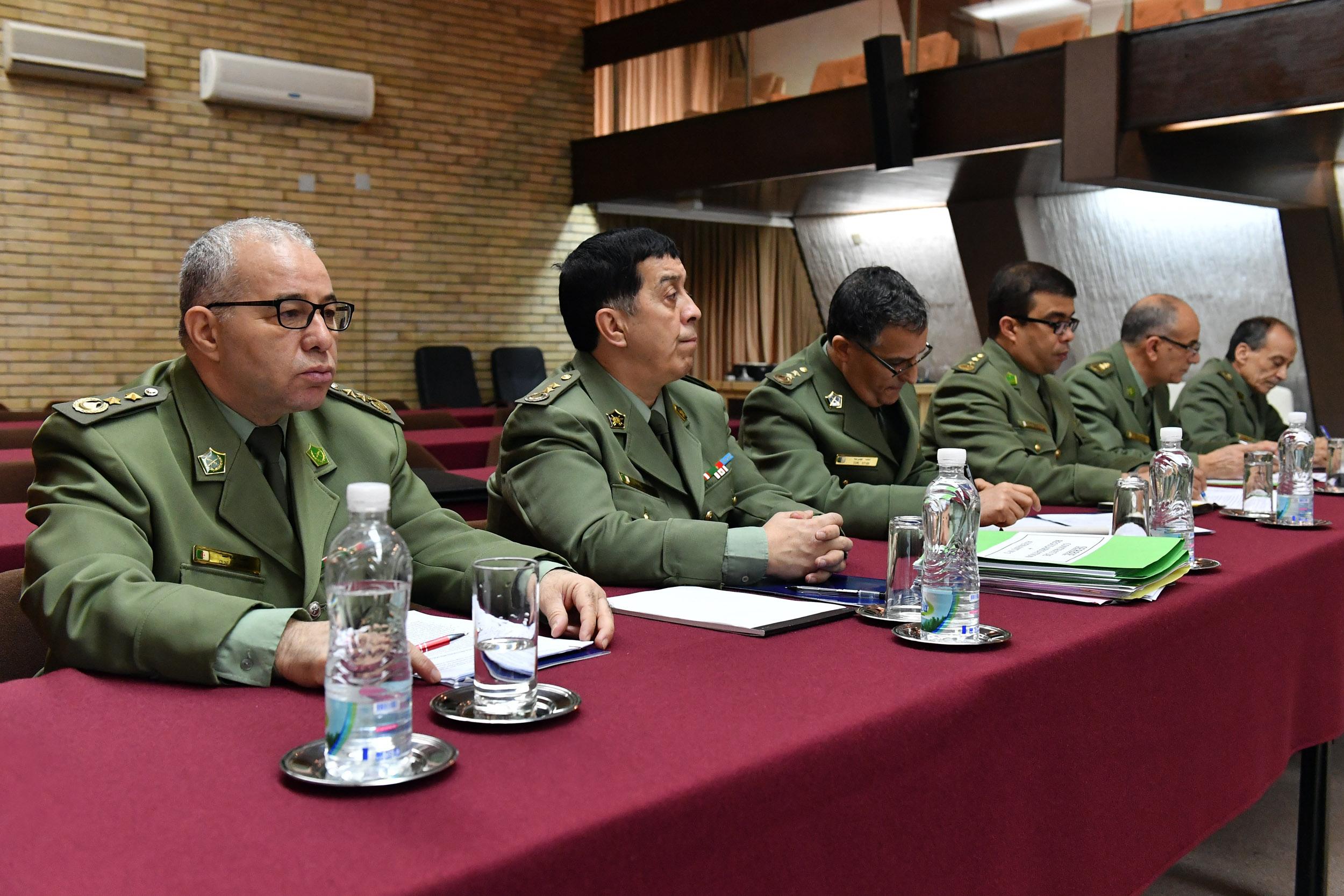 الجزائر : صلاحيات نائب وزير الدفاع الوطني - صفحة 21 BAN_1069
