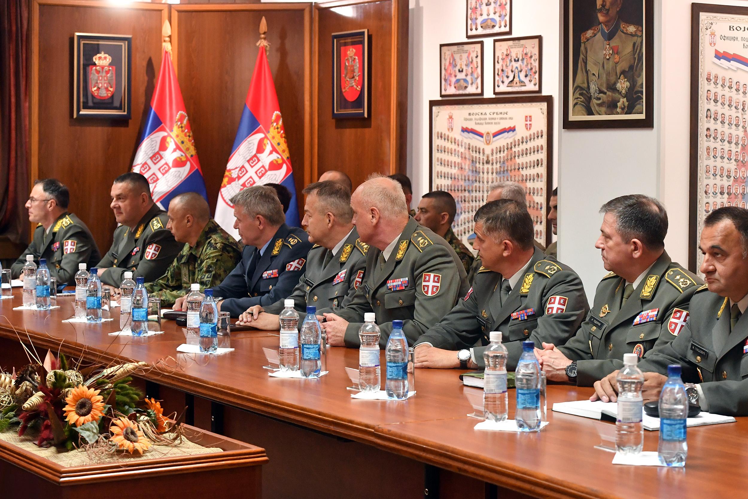Sastanak predsednika Republike Srbije sa komandantima jedinica Vojske Srbije, MUP-a i resornim ministrima 18167