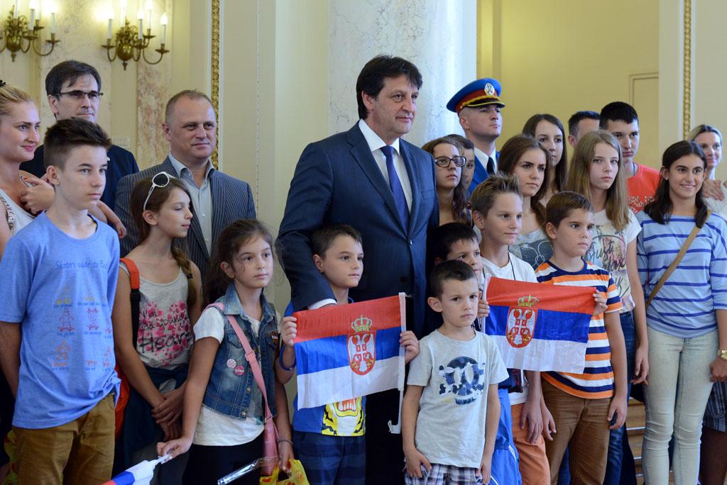 Министар Гашић примио децу из Хрватске