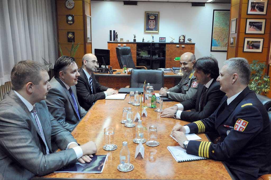Унапређење војноекономске сарадње са Македонијом