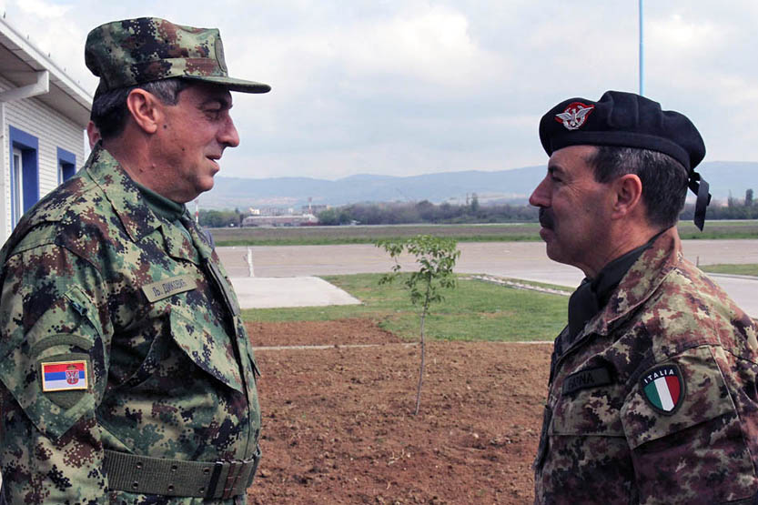 Генерали Диковић и Фарина договорили хитно појачавање заједничких патрола
